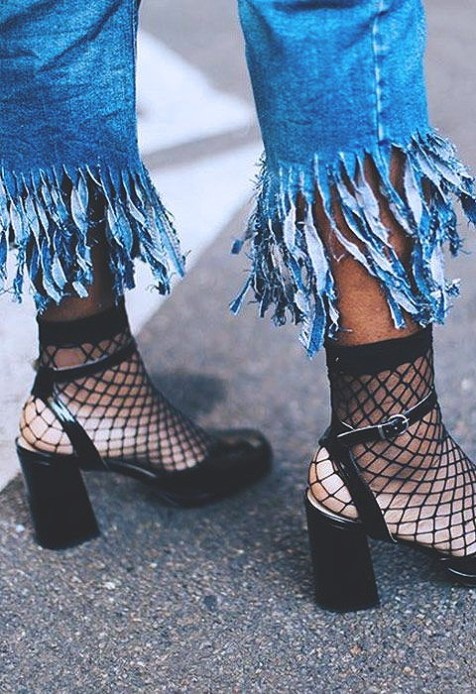 fishnets-street-style-2017-fashion-blog-casual-looks-trendsb401d950b2e9f5b4be3f46792d6830ea
