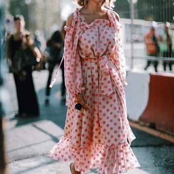 Pink-trend-street-style-2017-fashion-trends-spring-summer (4)