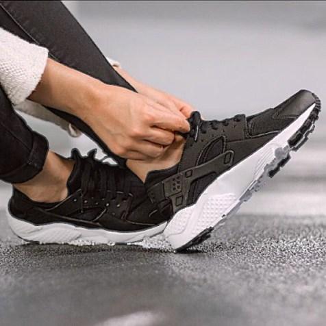 Black-Nike-Huarache