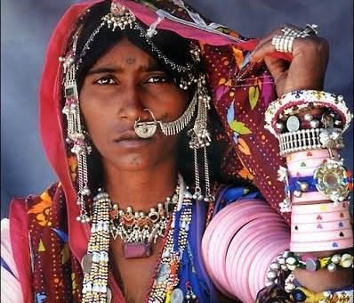 femme indiennes ornée de bijoux