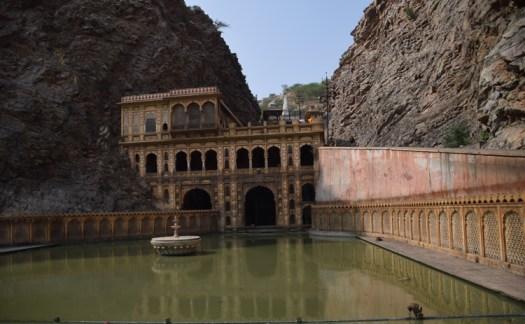 jaipur-monkey-temple-etang