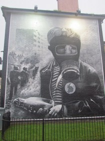 Derry - Painting murals