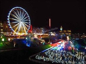 Edimbourg - Marché de Noël avec ses attractions et ses lumières