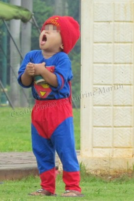 Jakarta - Monument National, km 0, garçon jouant au cerf-volant
