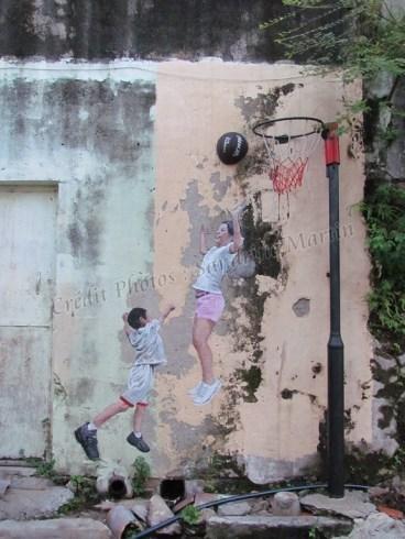 Ile Penang - Georgetown - Street art painting 'Basket ball game'