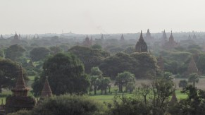 Bagan - Depuis le temple 'Shwe-San-Daw Paya', lever du soleil