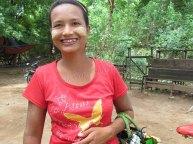 Environs de Mandalay - Inwa - Sur le chemin, vendeuse de souvenirs avec du tanaka