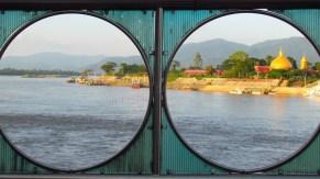Sop Ruak - Golden triangle - Monument 'Phra Chiang Saen Si Phaendin', vue sur Laos