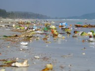 Doc Let Beach - Plage 'Doc Let', déchêts ramenés par la mer