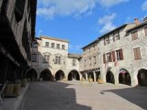 Tarn - Castelnau-de-Montmiral, place des Arcades