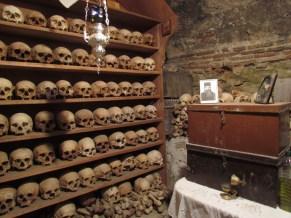Les monastères des Météores - Monastère Grand Météore, intérieur, squelettes des moines
