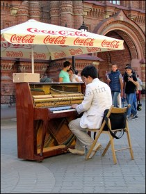 Kazan- Au hasard des rues, rue Bauman, musicien