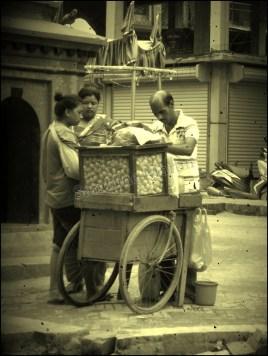 Katmandou - Au hasard des rues, nourriture 'puri'