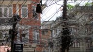 Katmandou - Au hasard des rues, Thamel, cables électriques