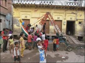 Agra - Au hasard des rues, gens, les enfants qui s'amusent dans la rue