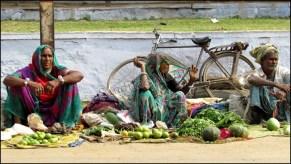 Varanasi - Au hasard des rues, marché de rue