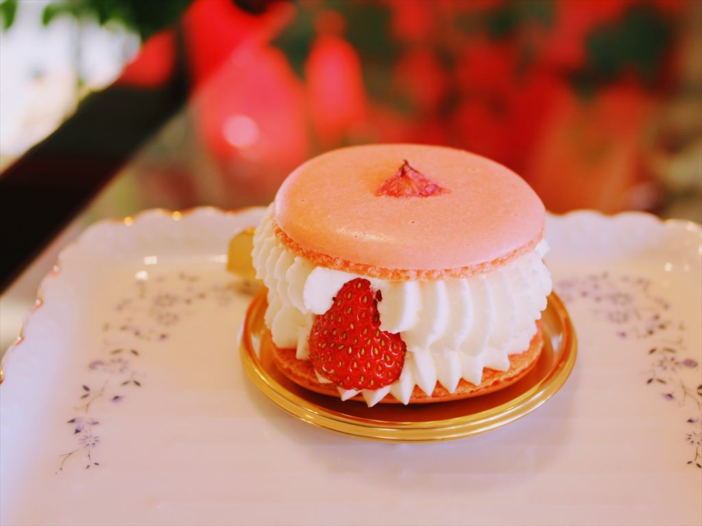 苺と桜のパフェ
