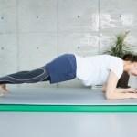 体幹トレーニング、筋トレが続かないので、雑誌、新聞を読みながら継続