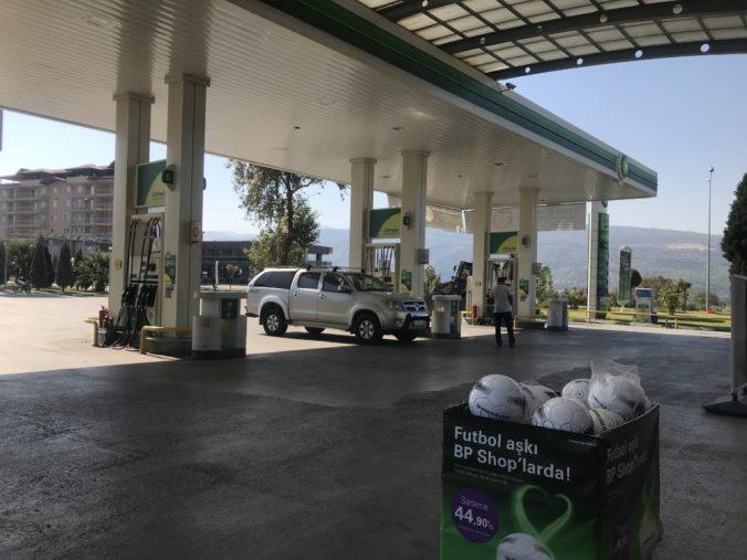 ガソリンスタンドで野営はできるの?