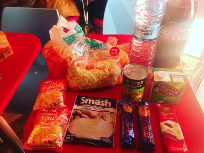 スーパーで買った食料品