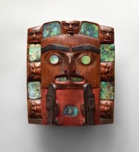 Artista Tsimshian, Frente de tocado (c. 1820–40). Foto cortesía del Metropolitan Museum of Art, la colección de arte nativo americano Charles y Valerie Diker, un regalo prometido de Charles y Valerie Diker.