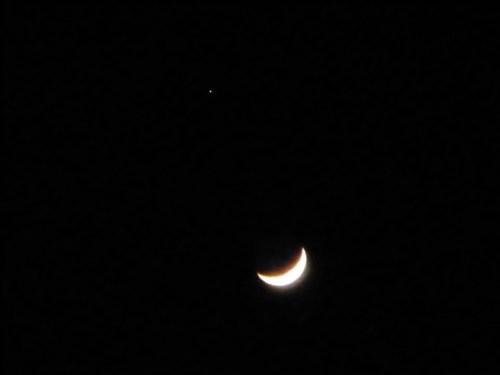 16-04-10 Luna-antena y Aldebarán