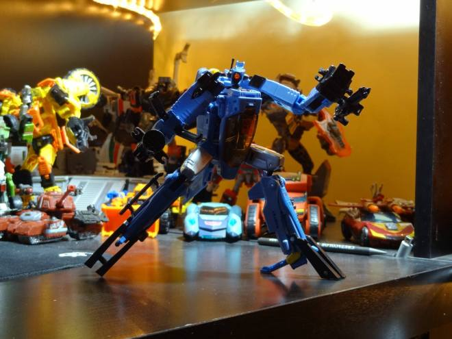 Whirl ready for action, posing with his weapons!