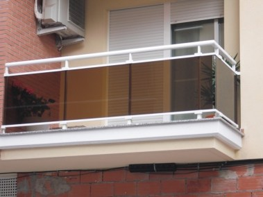 Baranda en aluminio y vidrio