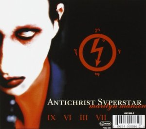 Antichrist Superstar kansi