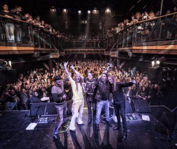 """TNT avannut """"Tell No Tales"""" juhlakiertueen: katso videoita Drammenista"""