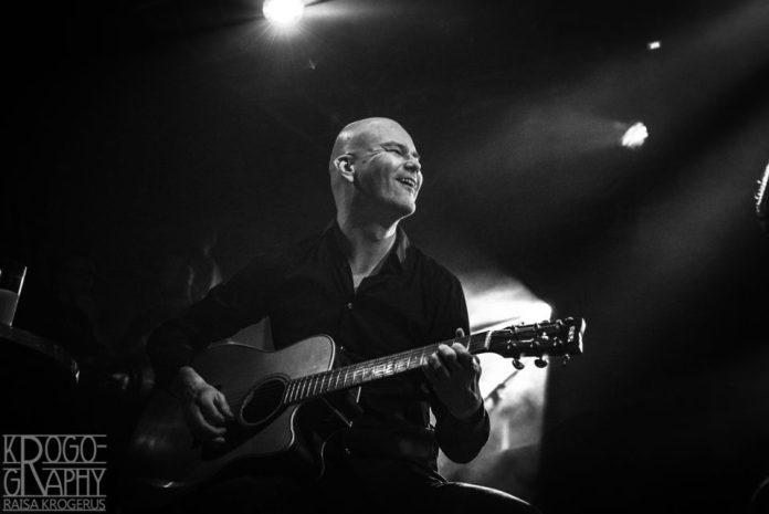 Swallow The Sunin keväällä jättänyt Markus Jämsen näytti viihtyvän lavalla vanhojen bändikavereidensa kanssa.