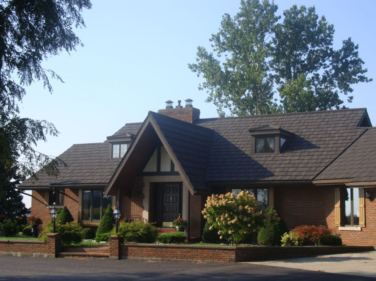 Thamesville Ontario_Steel Shake_Natural Wood_Gables_Metal Roof Outlet