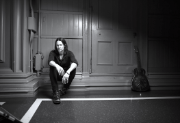 """Myles 2018 - INTERVIEW: MYLES KENNEDY On 'Year Of The Tiger': """"I Strove To Be Fearless"""""""