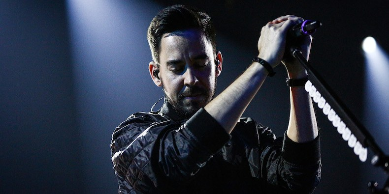 "LinkinPark MikeShinoda - Mike Shinoda On LINKIN PARK's Future: ""You Can't Just Hire Some Schmuck To Get Up There And Sing With Us"""