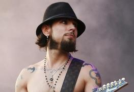 """Dave Navarro - RED HOT CHILI PEPPERS Guitarist Opens Up on Contemplating Suicide: """"I Have Been There, Written 'The Note,' Had the Plan"""""""
