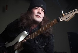 """Jake E Lee - Jake E Lee on MÖTLEY CRÜE's Mick Mars: """"He's A Racist Who Wanted To Attack Him"""""""