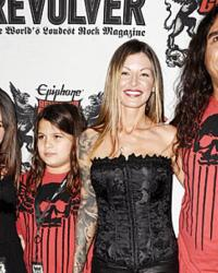 "tom araya family - TOM ARAYA's Daughter: ""My Dad and His Fellow Bandmates Helped Change the Thrash Genre Into What It Is Today. That's Music History!"""