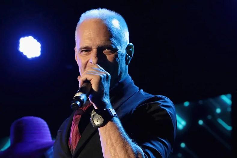 David Lee Roth - DEF LEPPARD Member Says David Lee Roth Of VAN HALEN Wasn't A Tremendous Singer