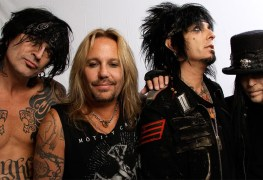 "motley crue - GUNS N' ROSES Manager on MOTLEY CRUE: ""They're Sh*t"""