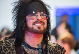 sixx nikki - MOTLEY CRUE's Nikki Sixx Responds To Shameful Comment From A Fan
