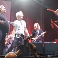 Sammy Hagar Vince Neil - Watch VINCE NEIL & SAMMY HAGAR Perform MONTROSE Classic 'Rock Candy' Live