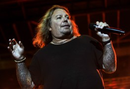 Vince Neil - Watch Vince Neil Sing MÖTLEY CRÜE's 'Kickstart My Heart' At 'Rock 'N' Roll Fantasy Camp'
