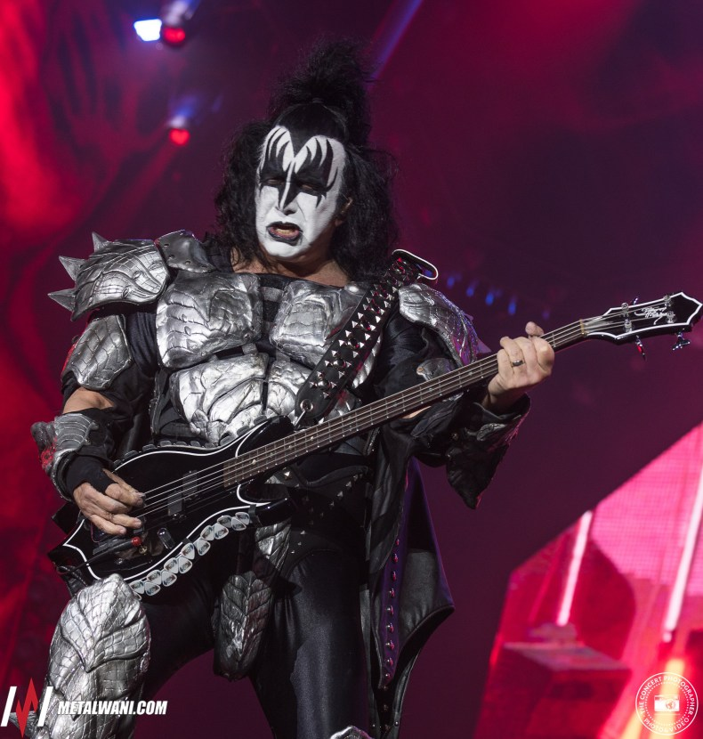 """Gene Simmons - GENE SIMMONS Attacks Fans: """"You People Killed All The New Bands"""""""