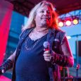 Vince Neil - Eddie Trunk Suggests How MOTLEY CRUE's Vince Neil Could Improve His Body Shape & Vocals