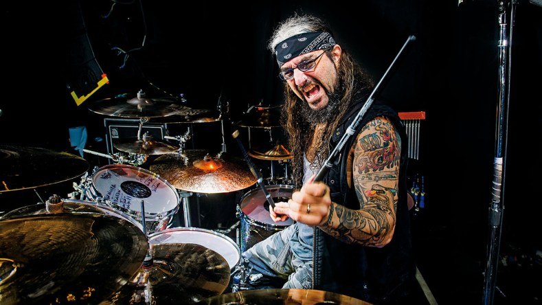 "mikeportnoy - Mike Portnoy Slams AEROSMITH For Backstabbing Joey Kramer: ""Where's The Loyality?"""