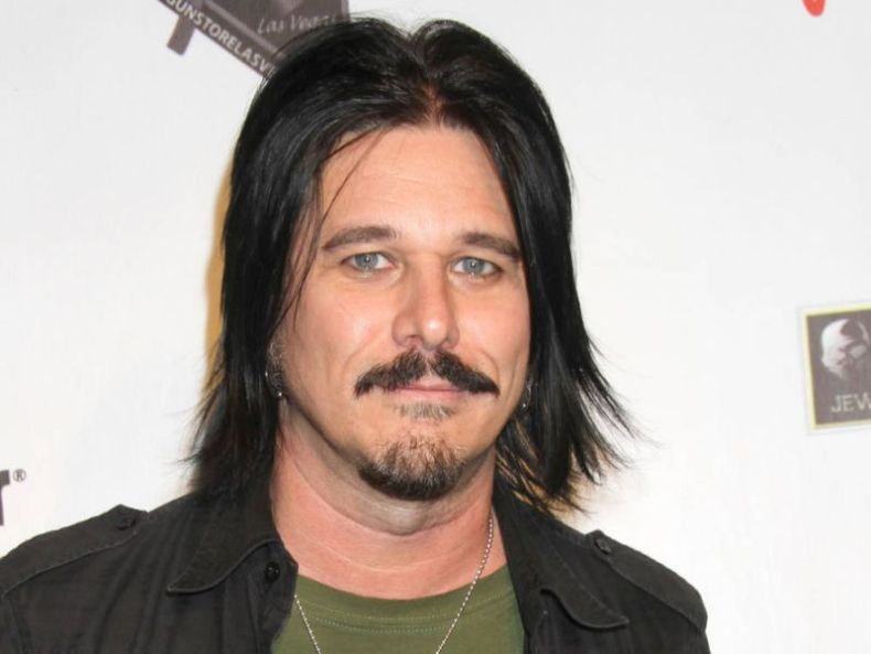 gilbyclarke - Gilby Clarke Recalls Strange Way He Found Out He Was Joining GUNS N' ROSES & When He Was Fired