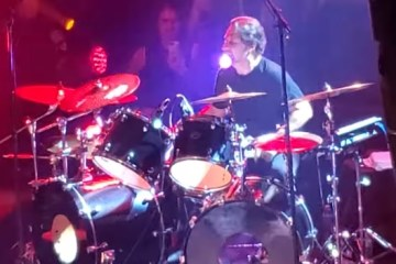 Lombardo - Watch Dave Lombardo, Gary Holt & Phil Demmel Smash Classic SLAYER Songs Onstage