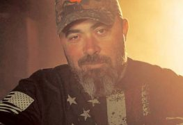 """Aaron Lewis - Fans Slam Aaron Lewis For Performing SKID ROW's 'I Remember You' Live: """"Painful. Go Away"""""""