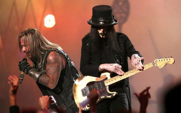 mick mars on stage - MOTLEY CRUE's Mick Mars Hints Hiatus; Posts An Emotional 'Thank You' Letter To Fans