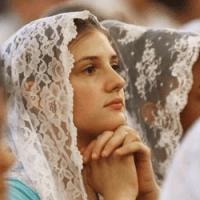 """MULHERES: Cobrir a cabeça com o """"véu"""" é Bíblico?"""